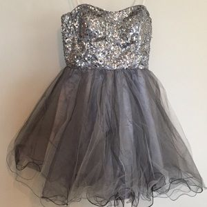 Strapless silver short tulle formal dress